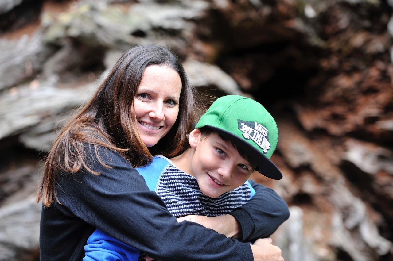 mother-and-son-2404328_1280.jpg