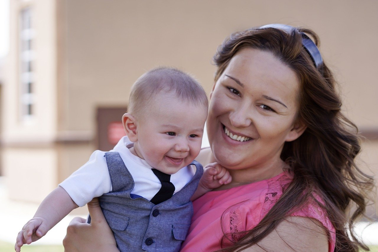 motherhood-1178618_1280.jpg